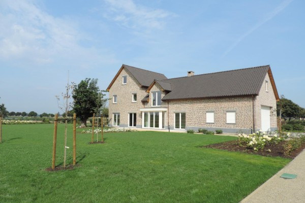 Beautiful new build house with professional equestrian facilities on 11 acres